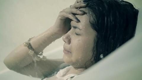 រកសង្សារឲ្យបងមួយសិនចាំអូនចេញទៅ - ករុណា_ ពេជ្រ -Karona Pich- 【Official MV】