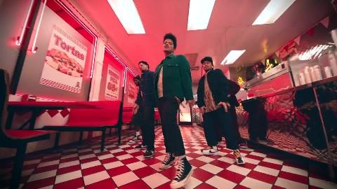 Cardi B ft. Bruno Mars - Please Me